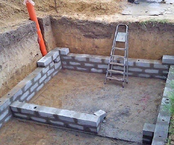 Возведение фундамента под насыпной погреб