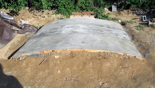 Как насыпать землю на крышу погреба