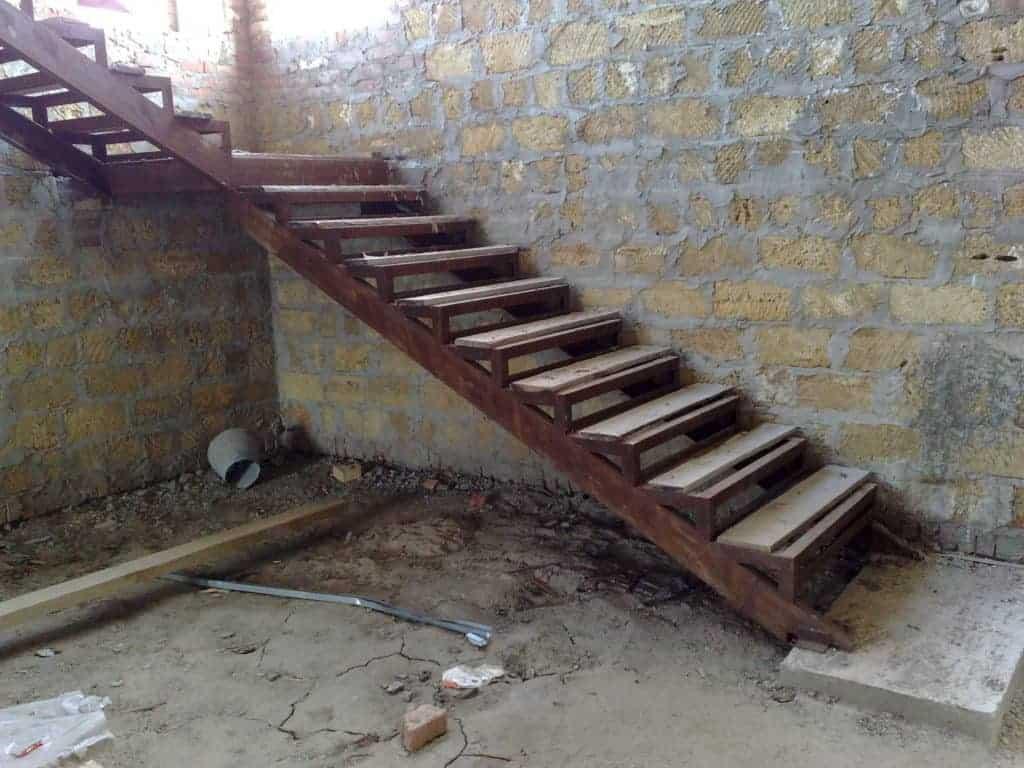 Металлическая лестница в погреб своими руками 143