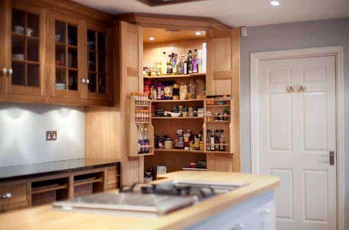 Как обустроить кладовку на кухне