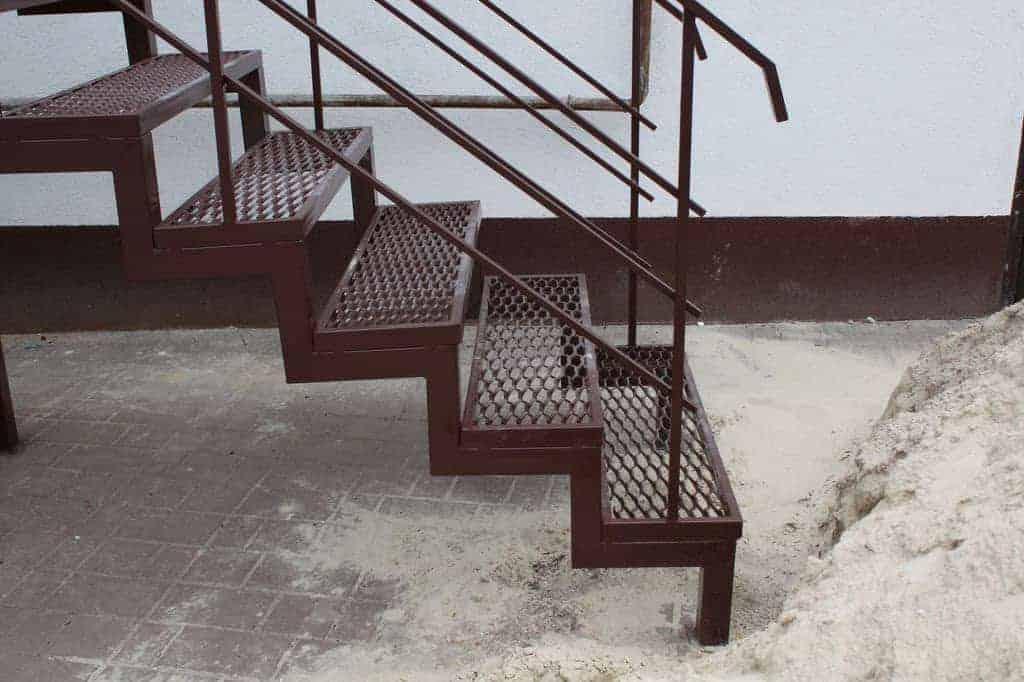 Картинки по запросу Лестница в подвал своими руками