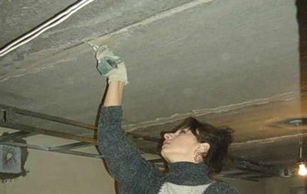 Заделываем трещины на потолке