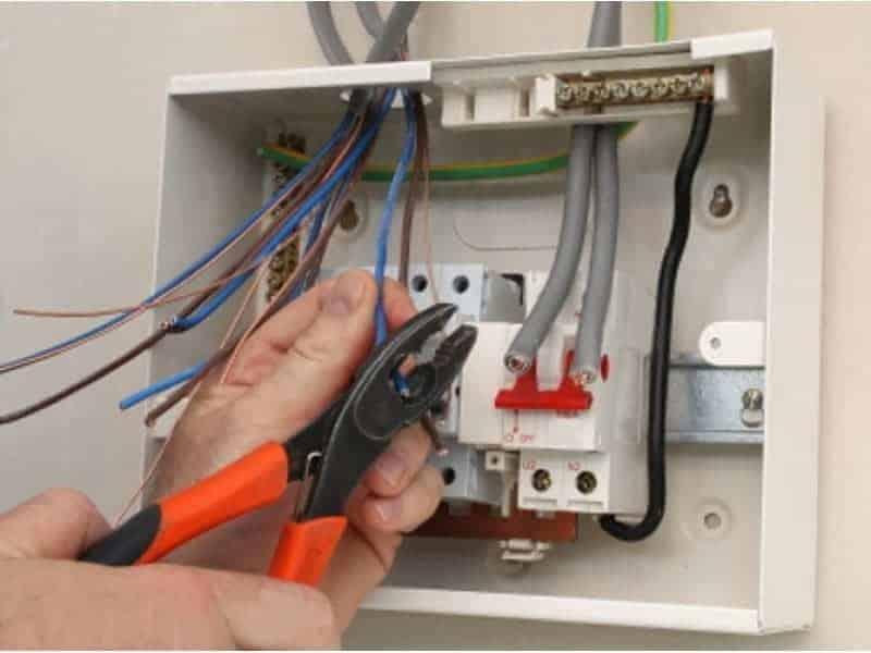 Что делать при замыкании электропроводки в доме